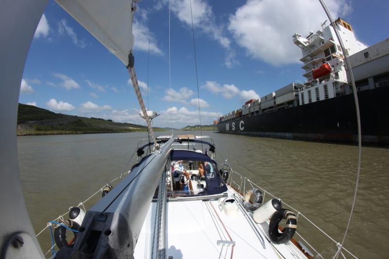 s/v Wilhelm en route to Miraflores Lock